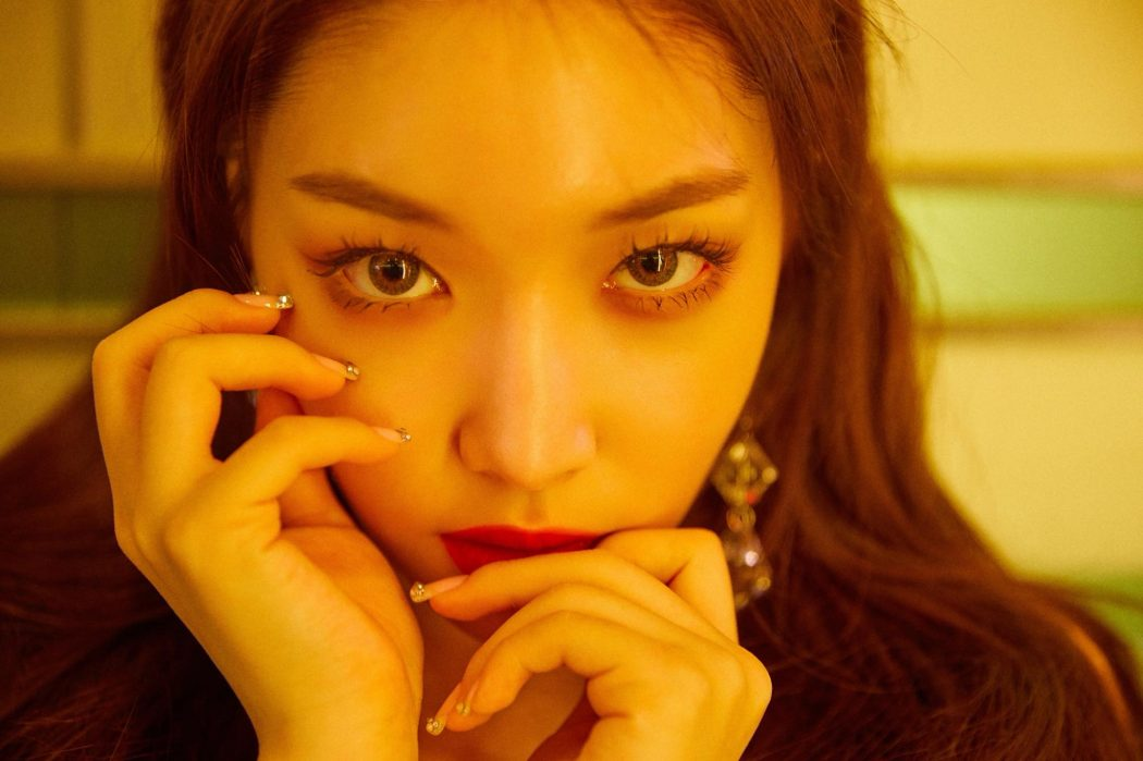 Chungha's 'Offset' Crowns A New Queen Bee